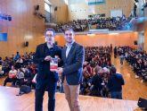 Pedro Riera acerca el conflicto de los Balcanes a los jovenes del jurado del Premio Hache