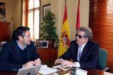 El alcalde mantiene un primer contacto institucional con el delegado territorial de la ONCE en la Región de Murcia