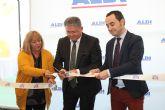 El alcalde de Los Alcázares inaugura un nuevo establecimiento en el municipio