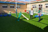 El Ayuntamiento renueva el suelo de los patios de la escuela infantil municipal Virgen de la Salceda