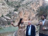 La consejera inaugura la tirolina de Ojós, un nuevo reclamo turístico para el municipio