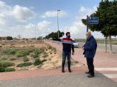 El Ayuntamiento procede a la mejora del alumbrado en la avenida de las Américas de Roldán