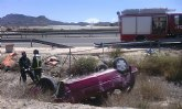Atienden a una mujer tras volcar su coche en la carretera Alhama-Mazarrón, a la altura de El Paretón