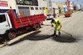 Infraestructuras repara desperfectos en el firme de varias calles del centro y barrios de Cartagena