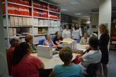 Las alumnas de Lectoescritura y Escritura Creativa visitan el archivo municipal