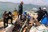 La Fundación Estrella de Levante lleva a cabo una limpieza de los fondos marinos del Mar Menor junto a la Cofradía de Pescadores