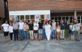 El Colectivo No te Prives hace entrega de la bandera arco�ris a la empresa Gin�s Sola Org�nicos, SL