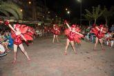 El carnaval de verano hace disfrutar a miles de personas en el paseo marítimo