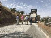 Fomento inicia la reparación del firme de la carretera que da acceso al paraje lorquino de Campo López