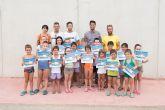 Más de 100 alumnos completan los cursos municipales de natación