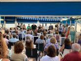 El PP se re�ne con los vecinos del Puerto de Mazarr�n afectados por la Ley de Costas