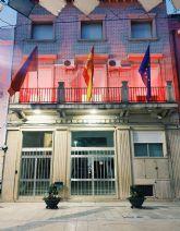 El Ayuntamiento de Calasparra se suma al Global Day iluminando su fachada de rojo en apoyo al sector cultural