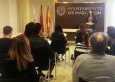 La oficina del consumidor muestra su funcionamiento a los alumnos de comercio del IES Felipe II