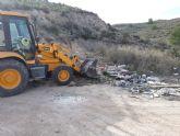 Limpian varios vertederos ilegales de residuos repartidos por diferentes espacios de toda la periferia del municipio