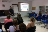 El cuerpo torreño de Protección Civil enseña primeros auxilios a los voluntarios de Servicios Sociales
