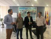 El Ayuntamiento renueva convenio de colaboración con la asociación 'San Javier, ciudad de compras'