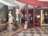 Selección de Modas Carbonell y Multiópticas Santa Bárbara, comercios premiados en el IV Concurso de Escaparates El Comercio a Escena