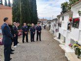 Flores a los soldados que se encuentran en nichos de la Base Aérea de Alcantarilla en el Cementerio Municipal