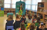 La campaña regional de cuentacuentos que promueve la compra de juguetes no sexistas pasó por la biblioteca municipal
