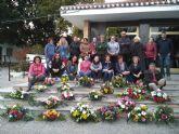 El Cifea de Torre Pacheco imparte un curso de  arte floral a 20 personas, en su mayoría mujeres, para  su posible salida profesional en el sector de la florister ía