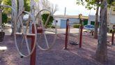 El Ayuntamiento de Alhama especializa a dos trabajadores en el mantenimiento e instalaci�n de juegos infantiles y biosaludables