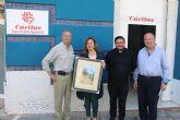 El pintor Juan Luis Ibarreta dona 180 euros a Cáritas Parroquial de la venta de sus cuadros