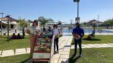 Los usuarios de las piscinas de verano de Puerto Lumbreras pueden disfrutar de la lectura estival gracias a la iniciativa 'Bibliopiscina'