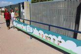 El Ayuntamiento instala barreras con mensajes de seguridad vial en las puertas de los colegios