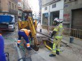Aguas de Murcia prevé restablecer el servicio en la calle Sagasta en unas horas