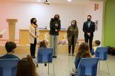 La Alcaldesa Patricia Fernández visita el Colegio El Ope para felicitar a los participantes del XIX Concurso Regional de Dibujo 'Mi pueblo, Europa'