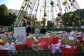 Los niños murcianos donan 1.800 juguetes a Cáritas a través del punto solidario del árbol Murcia Río