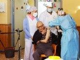 Antonio Ortuño, de 83 años, primer residente de la Residencia 'La Purísima' en ser vacunado