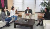 El consejero de Fomento se reúne con la alcaldesa de Santomera