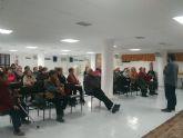 Usuarios del Centro Municipal de Personas Mayores reciben una charla formativa para prevenir el colesterol