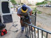 Colocan una baranda que completa el cauce del margen derecho de la rambla de La Santa hasta el arco de Las Oller�as