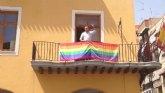 El Ayuntamiento de Alcantarilla muestra por primera vez en su historia la bandera arco iris en el balcón Consistorial desde el día 1 de Julio.