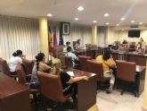 La alcaldesa y la edil de Educación se reúnen con las AMPAS para tratar cuestiones sobre el inicio del curso escolar
