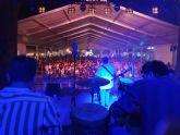 El grupo cordobés 'El Duende Callejero' atrae a un millar de asistentes a la Carpa Joven