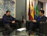 El alcalde recibe al joven cocinero de San Javier , Rubén Escudero, hombre de confianza del prestigioso chef peruano Gastón Acurio