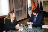El desdoblamiento de la RM332 e inversiones en materia social y educativa centran la reunión de la alcaldesa con el presidente regional