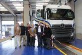 Mercedes visita sus talleres especializados en la sede de Primafrio