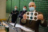 Estrella de Levante sustituye las anillas de plástico de las latas por cartón cien por cien biodegradable