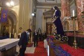 Fernando López Miras asiste al tradicional besapié al Cristo del Rescate
