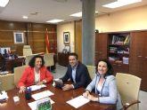 El alcalde se reúne en Fomento, con la secretaria general de la Consejería y la directora general de Ordenación del Territorio, Arquitectura y Vivienda