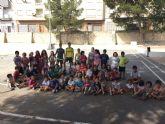 Alberto y Sergio Fernández García sorprenden con su visita a los niños y niñas de la Escuela de Verano de Moratalla.