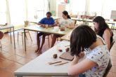 Una decena de j�venes han participado en el Taller de Artes Pl�sticas, Pintura y Escultura, organizado en La C�rcel dentro del programa Totana Verano