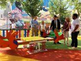 El Ayuntamiento recupera el parque de Santa Rosa, un espacio de ocio familiar que luce renovado con sombraje natural y juegos infantiles