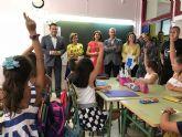 Martínez-Cachá visita el colegio Jacinto Benavente de Alcantarilla con motivo del inicio escolar
