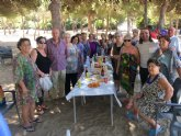 Autoridades municipales acompañan a los usuarios en la clausura del programa de viajes a la playa que organiza el Centro Municipal de Personas Mayores