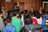 Los escolares visitan el Ayuntamiento con motivo del trigésimo octavo aniversario de la Constitución